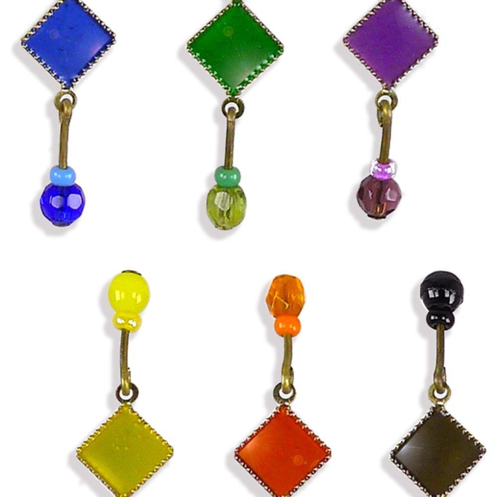 Bracelet gourmette chaîne et losange discret. Symbolique de l'Arlequin rouge, emblème orange, jaune, vert, noir, bleu, violet. Bijou Zor Paris
