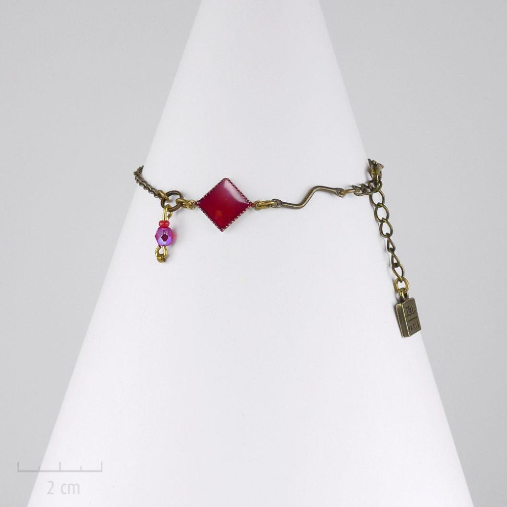 Bracelet chaîne fine et losange discret et symbolique de l'Arlequin rouge. Saga médiévale fantastique. Bijou Zor Paris création artisanale