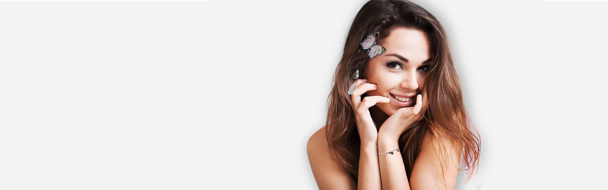 Joli bijou de tête Sébicotane, atelier Zor Paris. Papillon rose nude en hair band, bracelet lacet collection enfant et ado. Jeune fille fantaisie