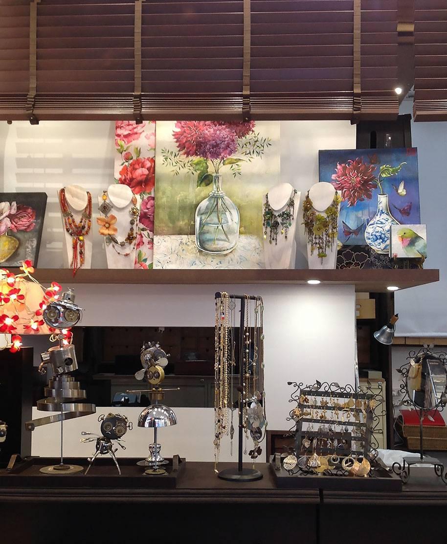 Nouvelle boutique de mode au 35 rue d'Aboukir Paris 2. Des bijoux de créateur, accessoires de mode et objets d'art. Création Zor