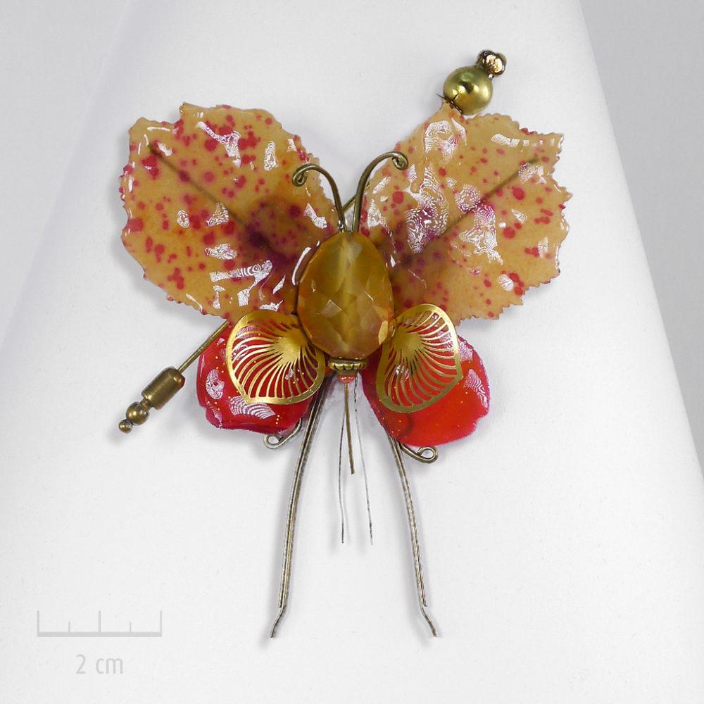 Grand insecte phasme unique, bijou broche précieux habillé de pierre jaune orange. Papillon fantaisie, Art & création haut de gamme Zor Paris
