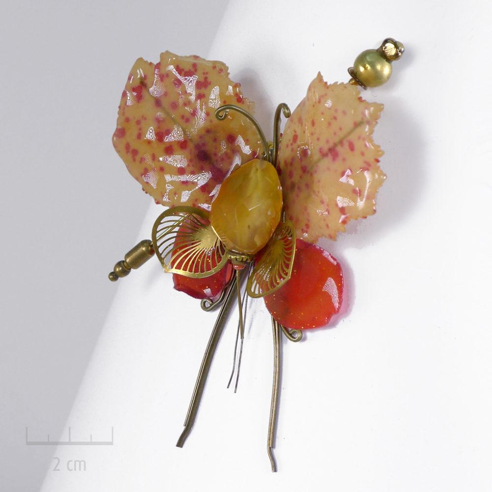 Curiosité: insecte phasme unique, bijou broche précieux habillé de pierre jaune orange. Papillon fantaisie, Art & création haut de gamme Zor Paris 2