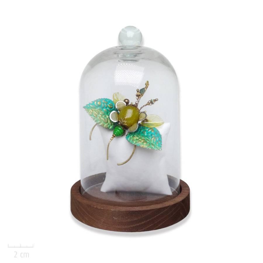 Broche pendentif haut de gamme et unique, insecte de cabinet de curiosité. Objet d'art, phasme menthe et pierre jaune. Création Zor Bijou Paris 1