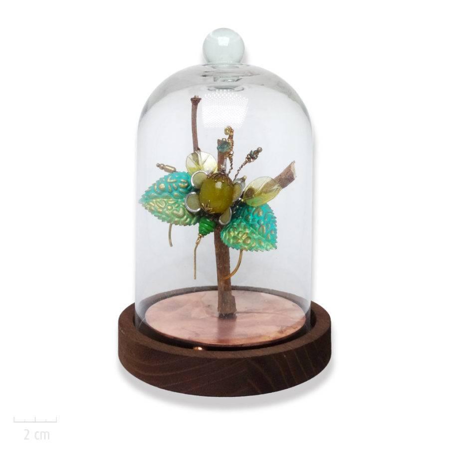 Broche pendentif haut de gamme et unique, insecte de cabinet de curiosité. Objet d'art, phasme menthe et pierre jaune. Création Zor Bijou Paris 2