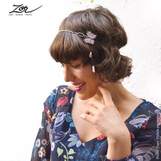 accessoire de mode ludique pour cheveux de femme et enfant. Bijou de tête papillon MODULABLE en collier pendentif de quartz rose. Sébicotane Zor Atelier
