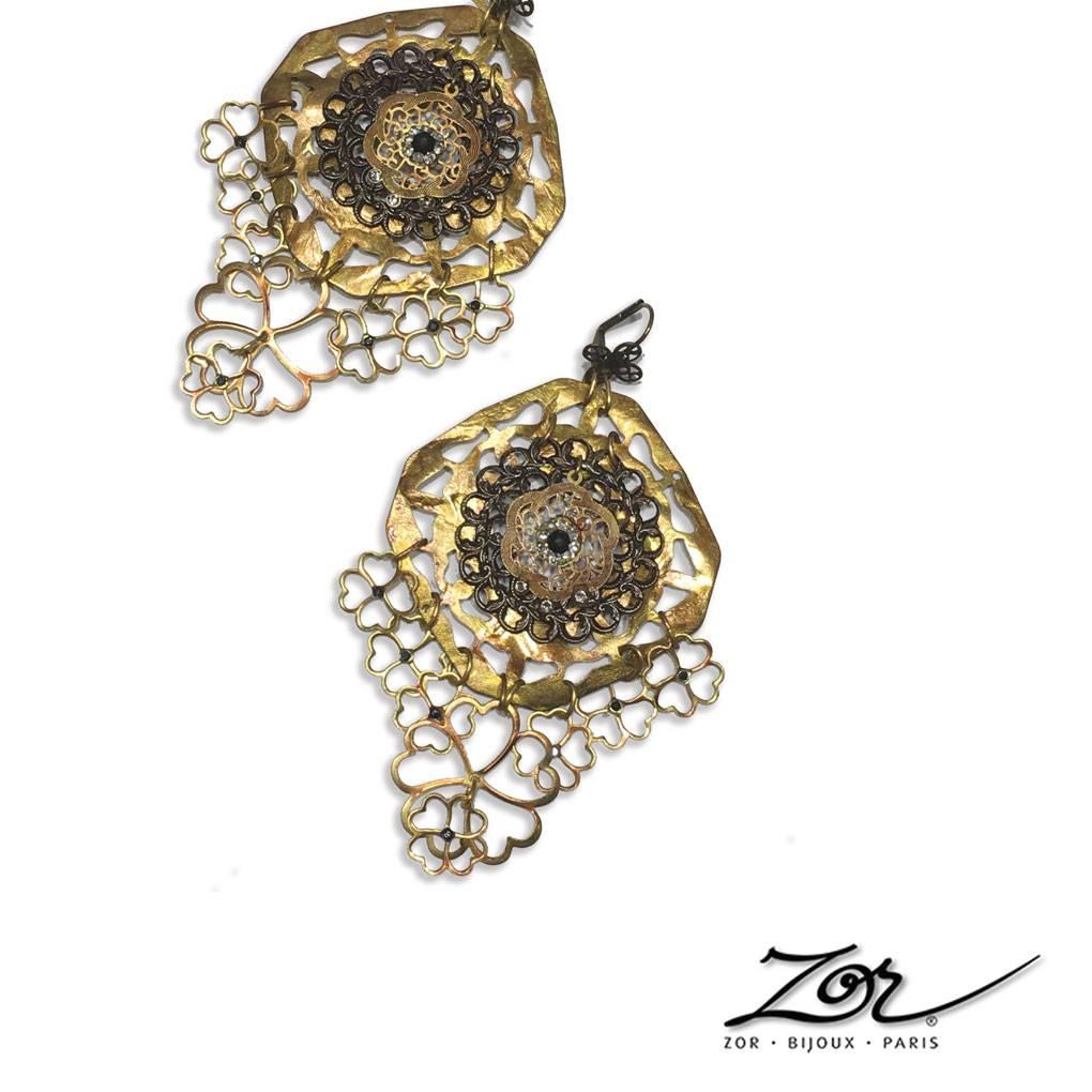 Boucles d'oreilles inspirées de l'exotisme oriental et féminin. Dormeuses ethniques et uniques. Zor Paris Création. Haut de gamme fantaisie