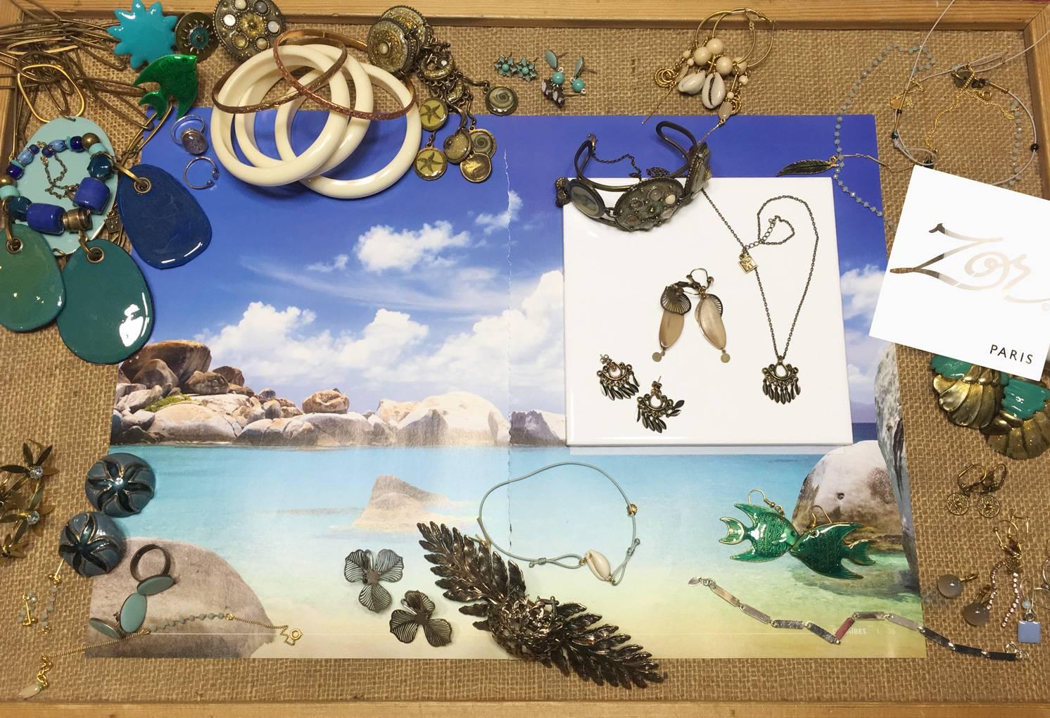 Bijou fantaisie d'été, bracelet, barrette, collier, boucle d'oreille Caraïbes. Parures de vacances, coquillage, mer et soleil des créations Zor Paris