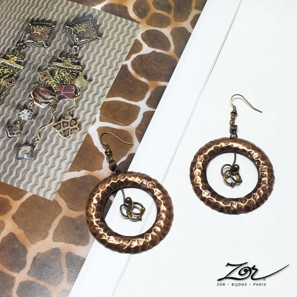 Grande boucle d'oreille, rond pendant pour oreille percée. Anneau style peau de girafe en cuivre antique. Bijoux fantaisie ethnique. Bijou ZOR Paris 2