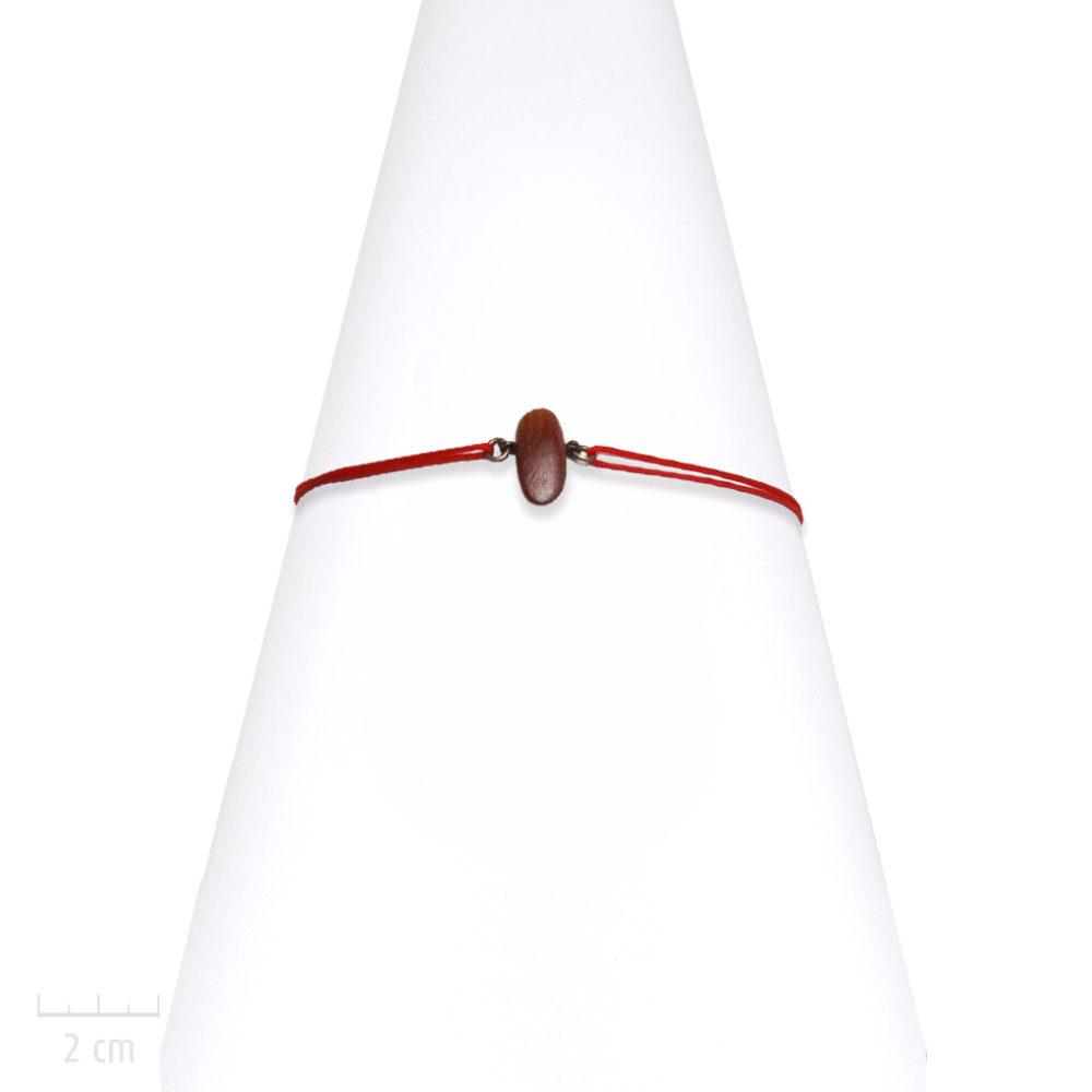 Bracelet lacet de poignet, galet en bois exotique couleur rouge acajou. Cordon réglable pour femme ethnique. Bijou fantaisie Zor Paris fabriqué en France