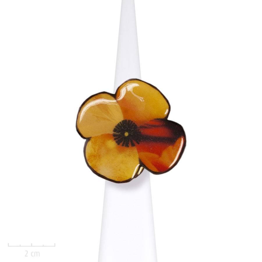 Bague créateur, grande fleur orange. Bijou artistique de style fantaisie enfantine en émail. Création française Sébicotane de l'Atelier Zor Paris.