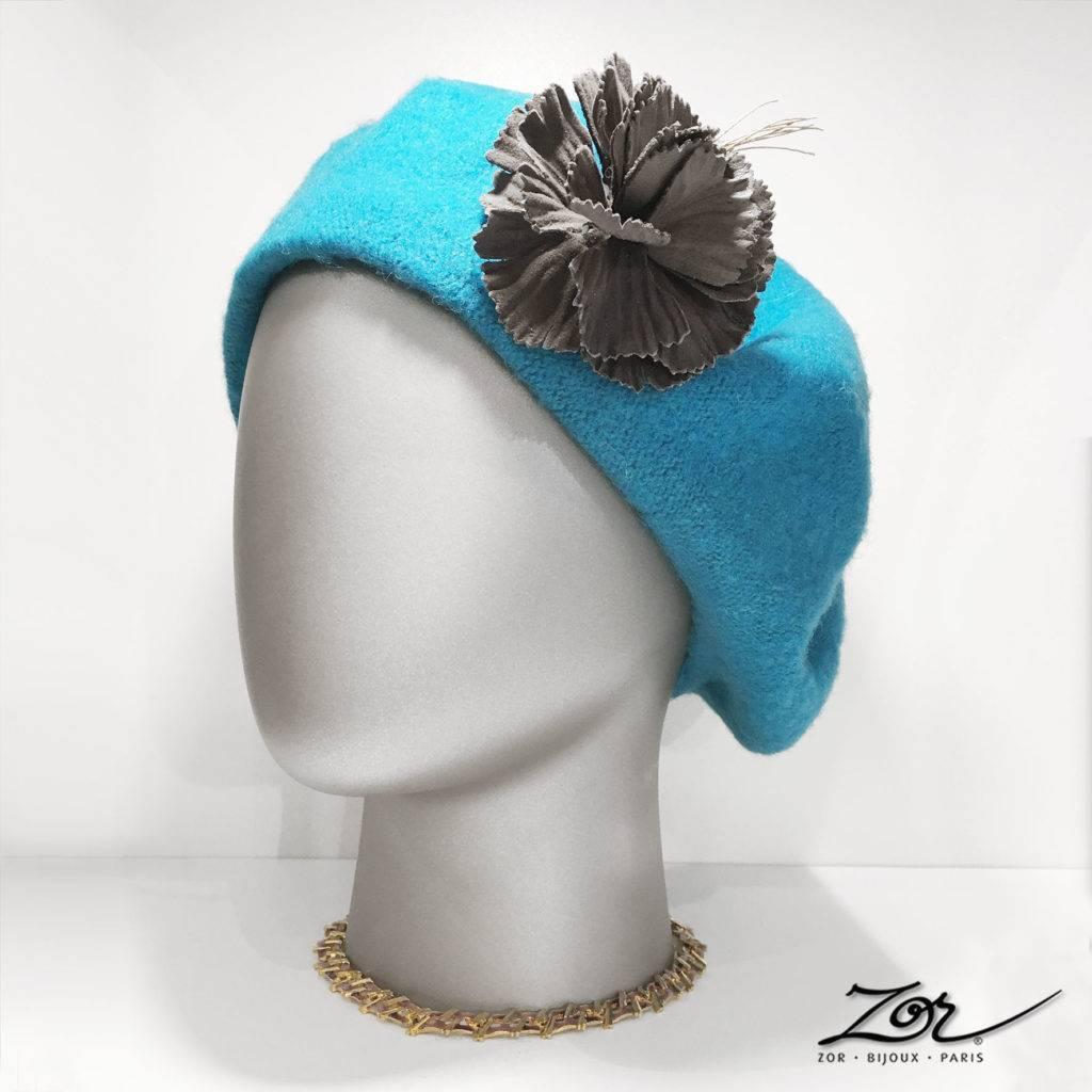 C'est la Folie douce: béret turquoise 4 saisons, chapeau, bibi, capeline, accessoire broche en cuir, accessoire au féminin. Création française Zor Paris