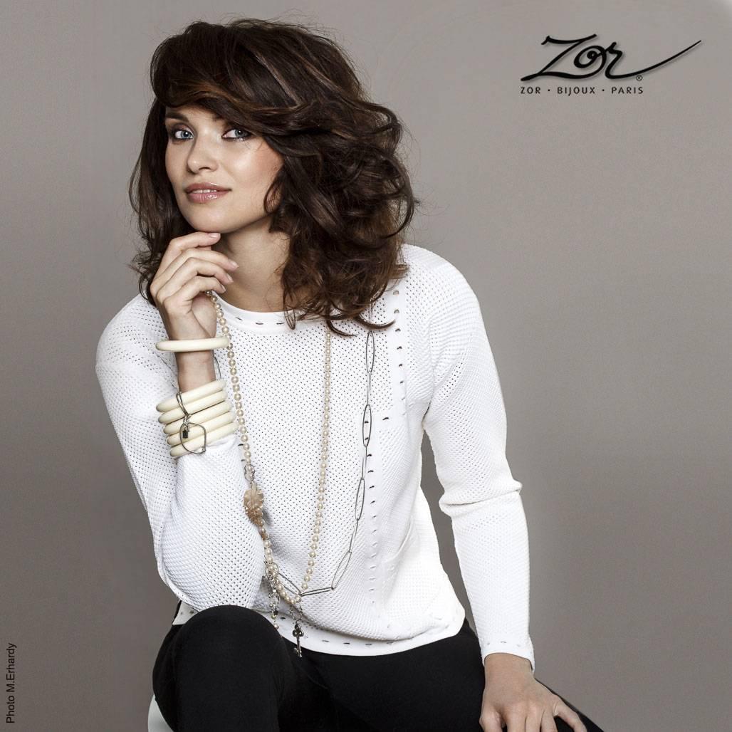 Mode femme, bijoux et accessoires de mode, vêtements, étoles, chapeaux dans la boutique Zor. Création française Paris 2 métro Sentier.