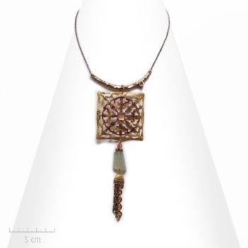 Collier Ethnique à pendentif talisman carré. Pierre fine, bijou nature et précieux. Fantaisie de Zor Paris