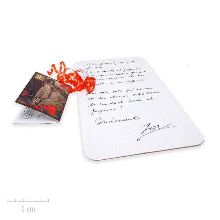 Les créations Zor bijoux emballent vos cadeaux et propose des cartes Sébicotane. Message manuscrit, luxe personnalisé. Atelier Paris
