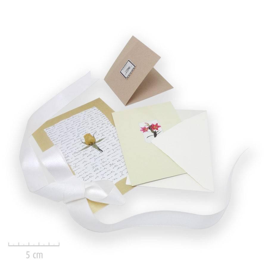 Les créations Zor bijoux emballent vos cadeaux et propose des cartes romantiques: message manuscrit personnalisé. Atelier Paris