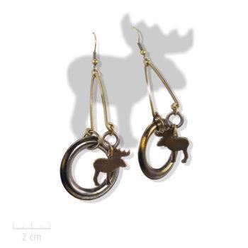 Boucle d'oreille ludique. Symbolique chaman et ombre d'animal totem élan, cerf, caribou. Bijou pendant percé, amusant en bronze. Création Zor Paris