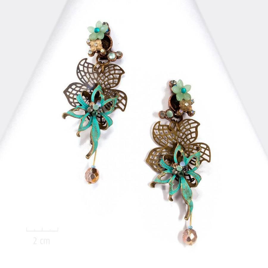 Très grande boucle d'oreille clip. Fleur moucharabieh haut de gamme turquoise bleu. Hommage à Cocteau, La Belle et la Bête. Création Zor Paris