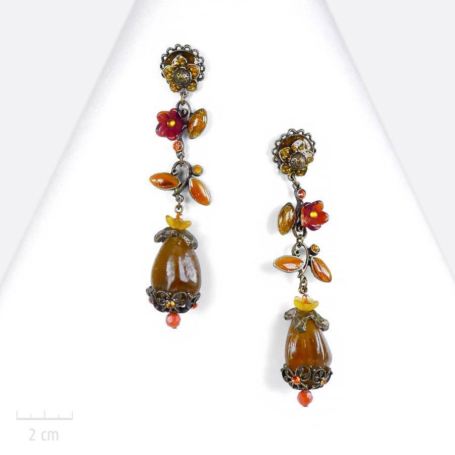 Grand et long bijou haut de gamme. Boucle d'oreille à clip, fleur topaze orange. Création haut de gamme de l'atelier Zor Paris