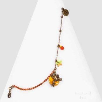 Bracelet ludique fantaisie, chaîne strass de cristal. Bijou grenouille symbole de chance, création Sébicotane Zor paris