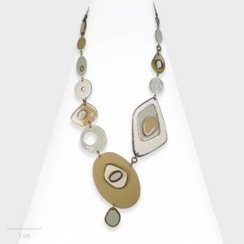 Collier Moderne, bijou artistique, une palette de peintre ovale et cubiste. Plastron de Picasso à Dali, fantaisie haut de gamme. Zor Paris