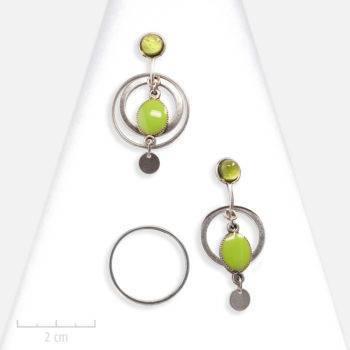 Boucles d'oreilles Moderne. Clip vert à anneau argent, pendant et modulable. Création de bijou fantaisie Zor. Shopping à Paris