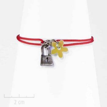 Bracelet Ludique et symbole fantaisie. Un cadenas sur un lacet. Bijou Sébicotane, Création Zor Paris