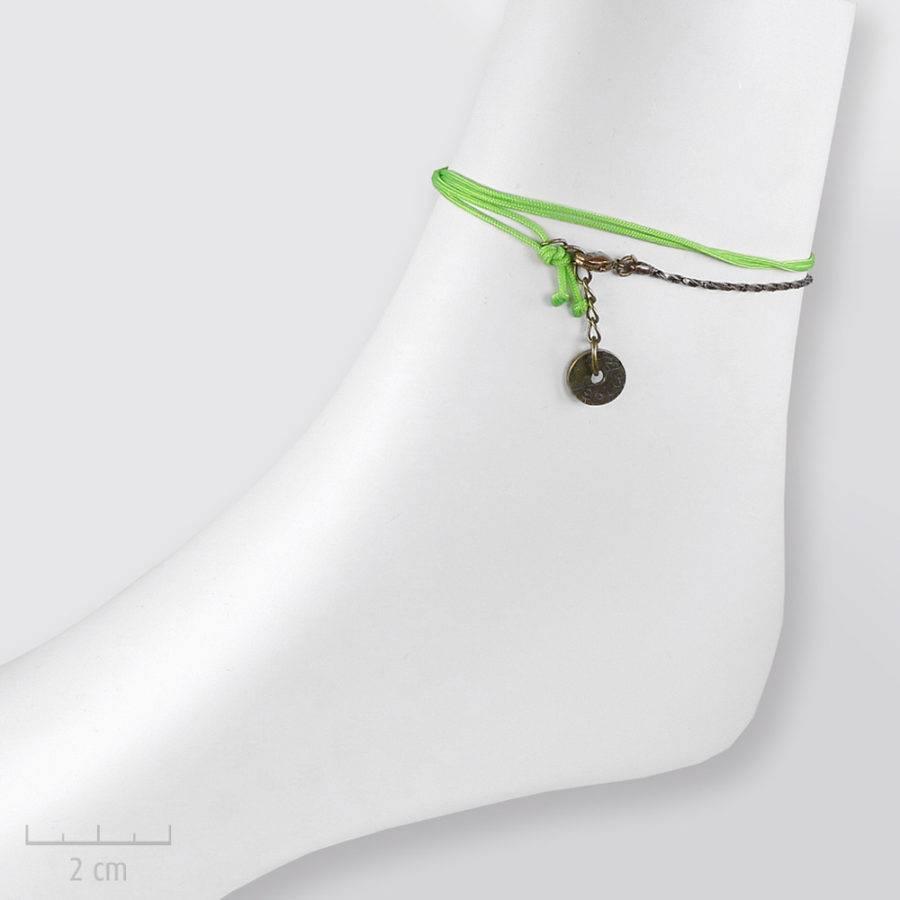 Bracelet cheville à lacet et coquillage. Bijou ludique et fantaisie pour femme. Création Sébicotane Zor bijoux Paris