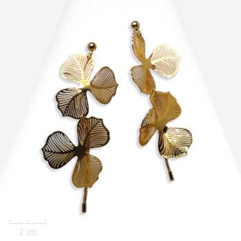 Boucle d'oreille Romantique grande et longue pour oreilles percées. Design de fleur or. Atelier de bijou de mariée. Zor Paris