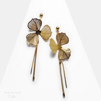Boucle d'oreille Romantique grande et longue pour oreilles percées. Design de fleur alisma en or. Création de bijou de mariée. Zor Paris 1