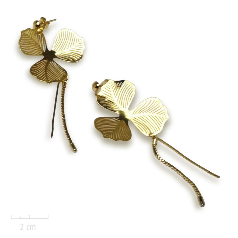 Boucle d'oreille Romantique grande et précieuse pour oreilles percées. Création de fleur, alisma d'or pour mariée. Bijou Zor Paris 2