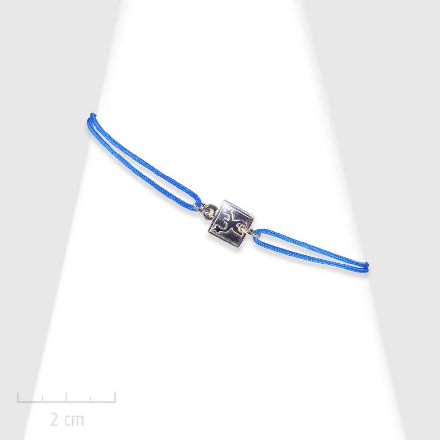 Bijou Enfant, plaque en argent massif 925ème sur cordon. Bracelet moderne à lacet et noeud coulissant. Silhouette de bonhomme. Création Zor Paris