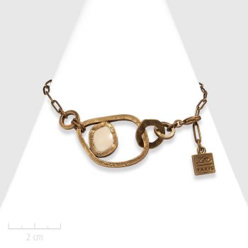 Bracelet moderne beige ivoire pour femmes. Bijou art cubiste, chaîne à gros maillon et anneau bronze antique. Création Zor Bijoux Paris