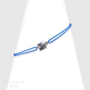Bijou Moderne, plaque en argent massif 925ème sur cordon. Bracelet femme à lacet et noeud coulissant. Silhouette de bonhomme. Création Zor Paris