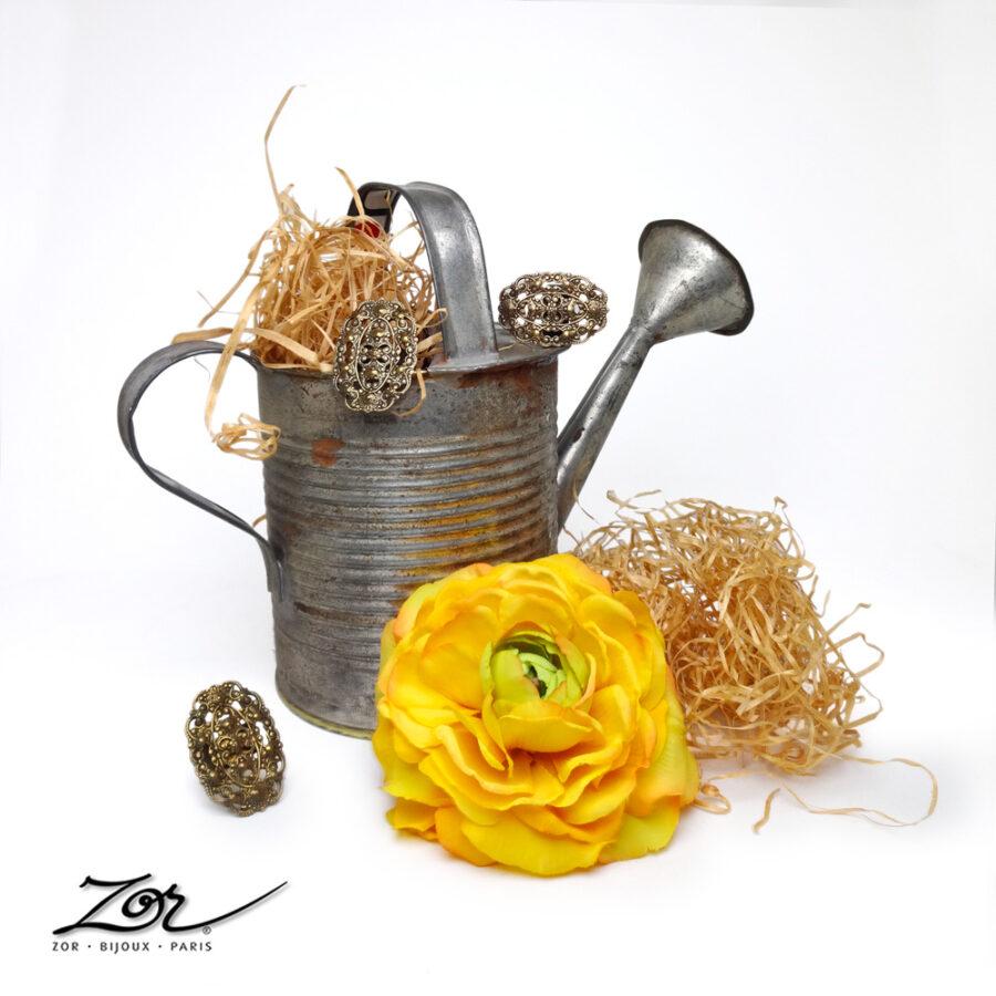 Soldes à Paris. Boutique Zor, créations de bijoux, étoles, vêtements, déco, objet d'art, chapeaux, sacs