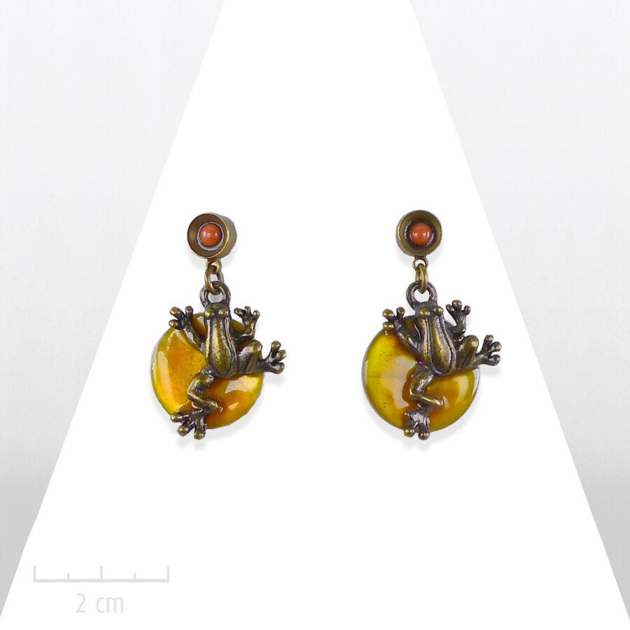 Boucle d'oreille percée Enfant. Pendant nacre orange et bronze vintage. Bijou fantaisie mini grenouille Sébicotane & Zor Paris
