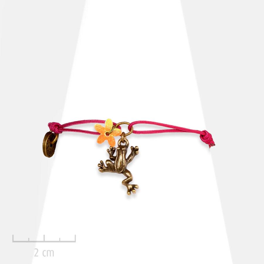 Bracelet lacet Enfant. Charm animal totem, figurine grenouille, symbole chance bijou fillette fantaisie, Création Zor Paris