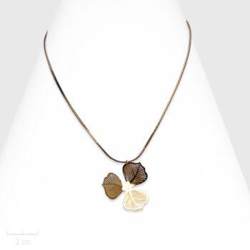 Collier Romantique grande fleur or en pendentif. Bijou classique, création pour mariée. Zor Paris 1