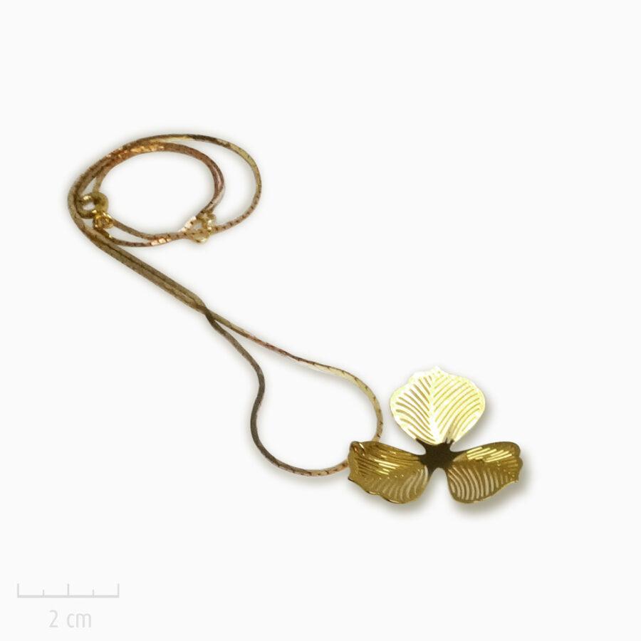 Collier Romantique grande fleur or en pendentif. Bijou classique, création pour mariée. Zor Paris 2