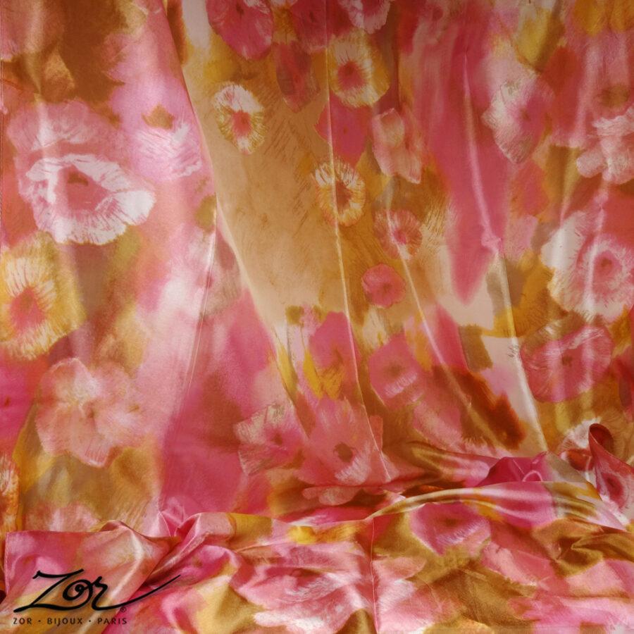 Grand foulard rectangle 100% soie. Étole, accessoire doux, peinture aquarelle, tableau de fleur rose, camel, Zor Paris 3