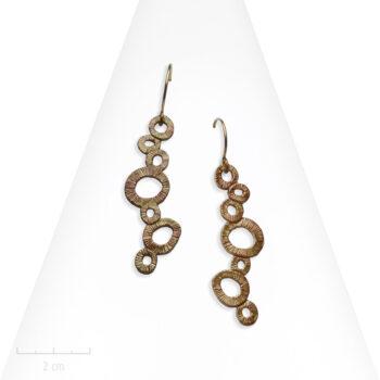 Boucle d'oreille moderne. Pendant percé et artistique, rond et bulle à la Klimt. Fabriqué en France. Création Zor Paris