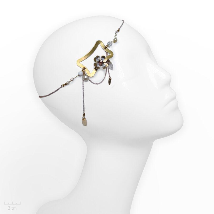 Accessoire cheveux romantique. Bijou de tête, rectangle Art Déco et fleur dorée. Zor Paris