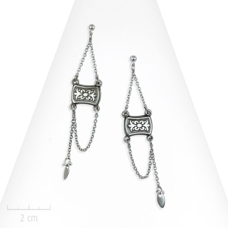 Boucle d'oreille ethnique percée à long pendant de chaîne. Style argent oriental pour femme. Zor Création Paris 1