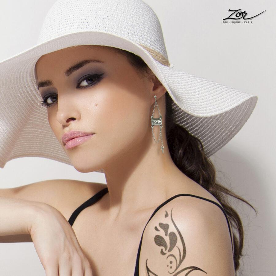 Boucle d'oreille ethnique percée à long pendant de chaîne. Style argent oriental pour femme. Zor Création Paris 2