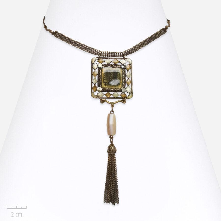 Collier ethnique, pendentif talisman blanc, beige et pierre d'agate. Bijou Zor Paris, fabrication en France